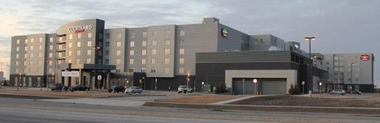 Residence Inn Calgary Airport: Residence Inn and Courtyard