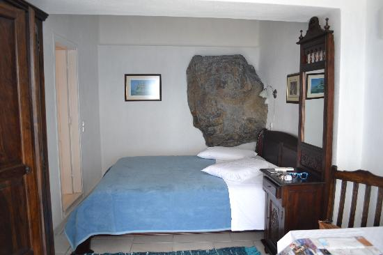 Chelidonia Villas: Our room with the big rock!