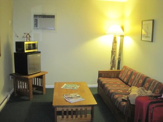 East Shore Lodging: room