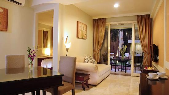 Bali Kuta Resort & Convention Center: Junior Suite Pool View