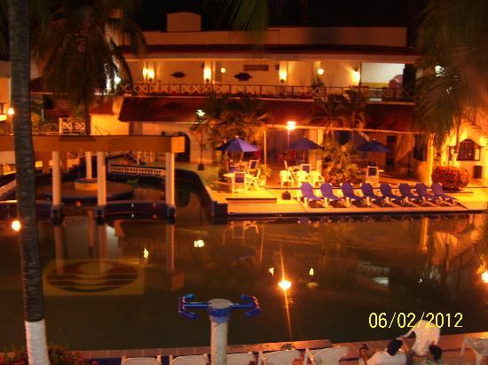 Sol Caribe San Andres: la piscina de noche