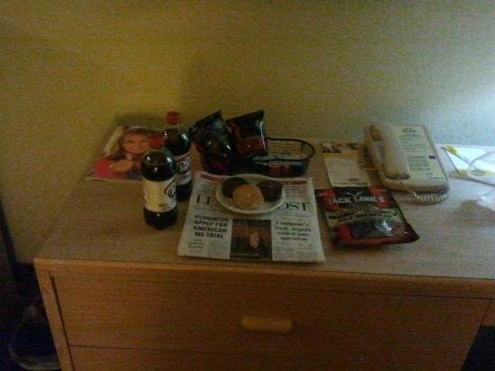 Days Inn - Regina: The treats the staff left for me