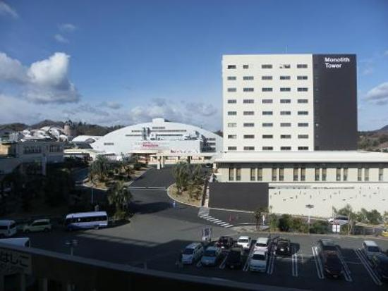 Spa Resort Hawaiians VIR Port : 再建された中央棟とテーマパーク