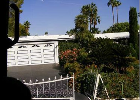 Five Star Adventures Tours: Marilyn Monroe's garage and gardens.