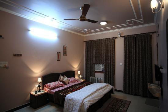 Jaipur Friendly Villa: Bed room
