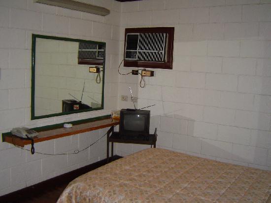 Broadway Court: Studio Bedroom