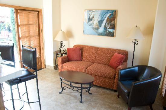 Los Arboles Hotel: Room