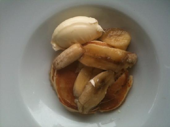 Rosehip: small serve hotcakes with banana