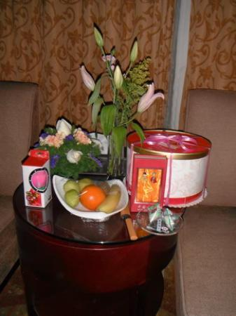 LeBanner Xinguang Hotel: Fresh flowers & candle