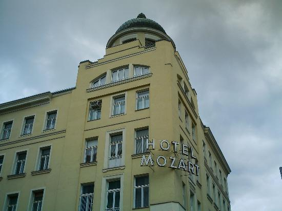 Hotel Mozart: a view of the hotel from the street