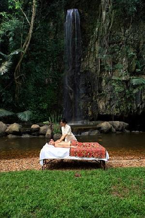 The Banjaran Hotsprings Retreat: massage outdoor