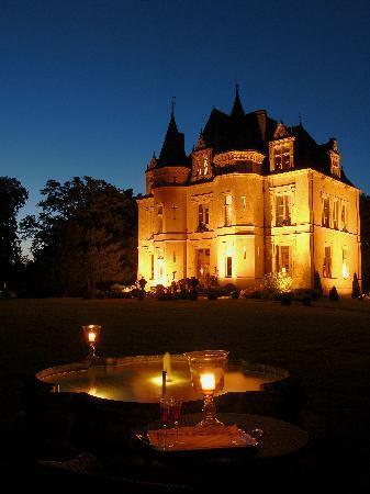 Chateau de la Verrerie: Les nuits d'été près du bassin