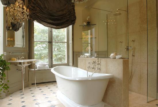 Montrouveau, Frankrijk: Salon de bain,chambre parme