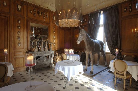 Montrouveau, Frankrijk: Un cheval dans la salle à manger