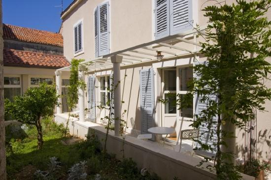 Hotel Croatia: Hotel garden