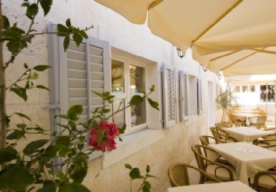Hotel Croatia: outdoor breakfast area