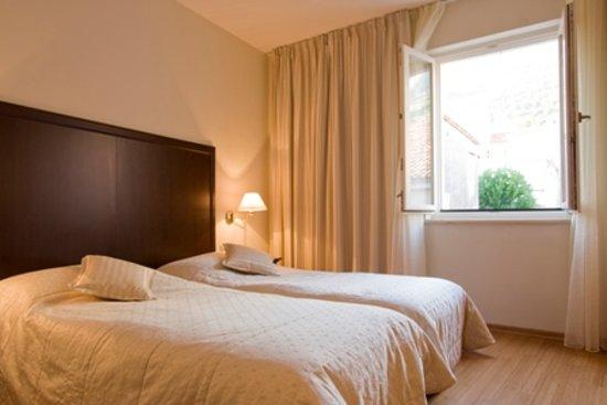 Hotel Croatia: twin-bedded rooms