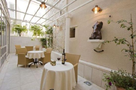 Hotel Croatia: inside garden area