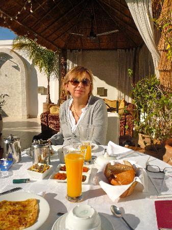 Riad Aguaviva : breakfast on the roof top
