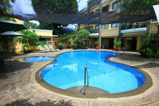 هوتل فليرز بالاوان: Pool area