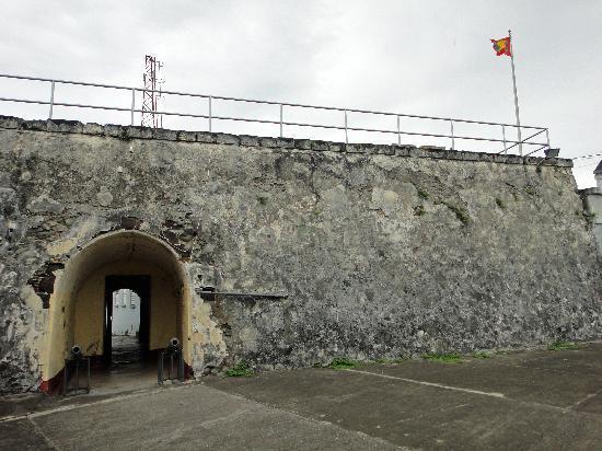 Fort Frederick: inside