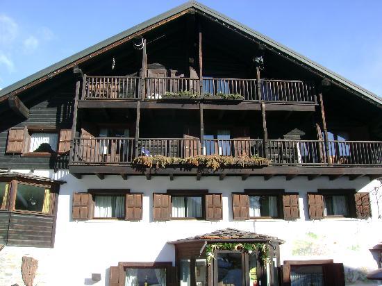 Hotel Gran Baita: La facciata dell'hotel