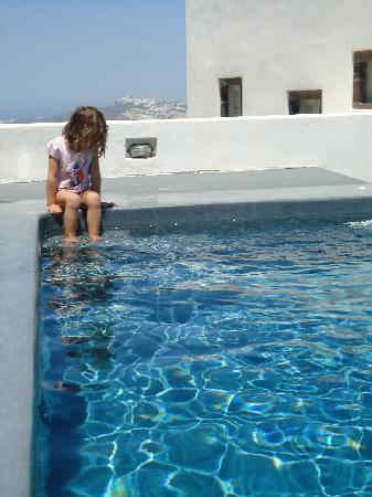 Villa Fabrica Santorini: by the pool
