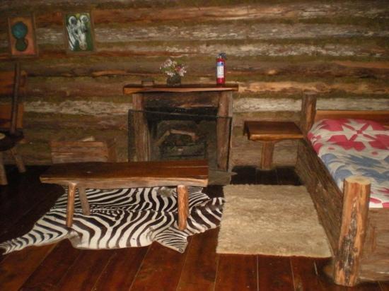 Rutundu Log Cabins: Second cabin fireplace