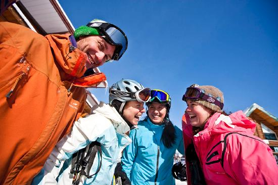Fernie, Kanada: Friends ready for a day on the slopes