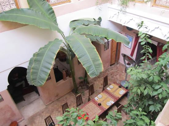 Riad Sidi Mimoune: Looking into the dinning area