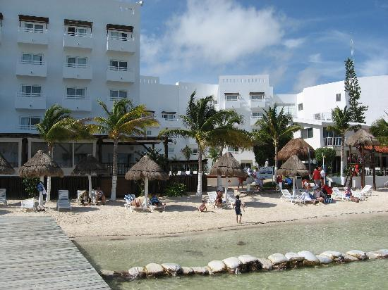 Holiday Inn Cancun Arenas: Une partie de la plage.
