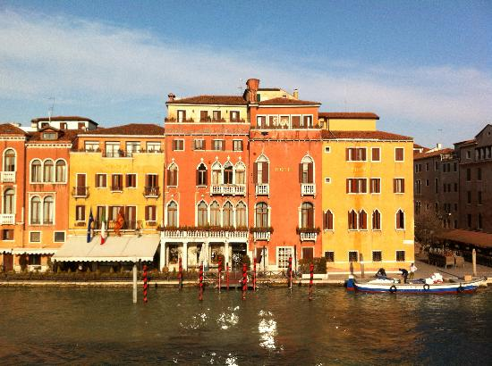 Hotel Canal Grande: pretty view from window