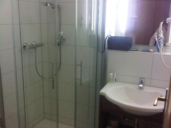 Quality Hotel Erlangen: Bathroom
