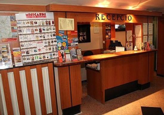 Villa Hotel Kristal: FRONTDESK