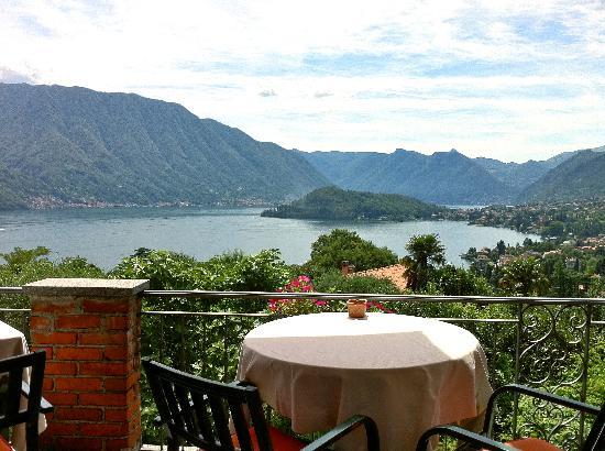 Al Veluu Suites : The patio dining area