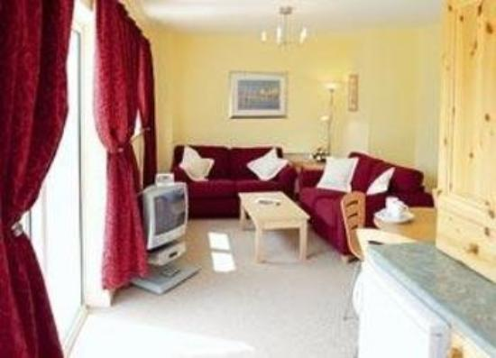 Quality Hotel & Leisure Center Youghal: Apartment living room