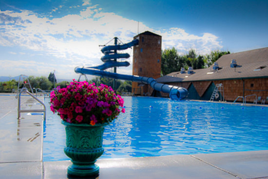 Fairmont Hot Springs Resort: Fairmont Poolside