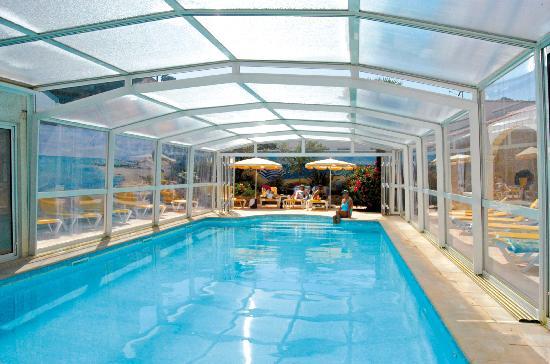 Piscine ferm e photo de hotel residence les flots saint - Piscine d interieur prix ...