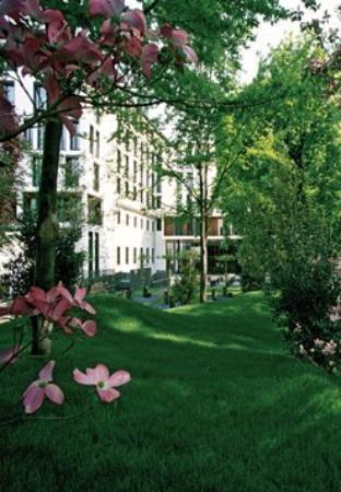 Bulgari Hotel Milano: Exterior