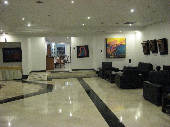 NH Bogota Metrotel Royal: Lobby
