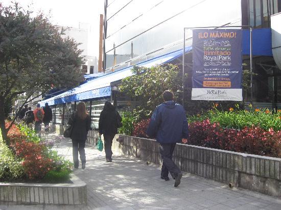NH Bogota Metrotel Royal: Vista exterior de la terraza restaurant