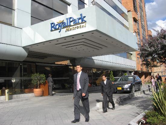NH Bogota Metrotel Royal: Vista Exterior de la fachada
