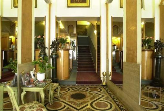 Hotel Luxor: Lobby