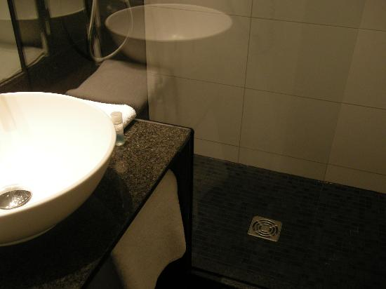 Motel One Nuernberg-City: Bathroom 427