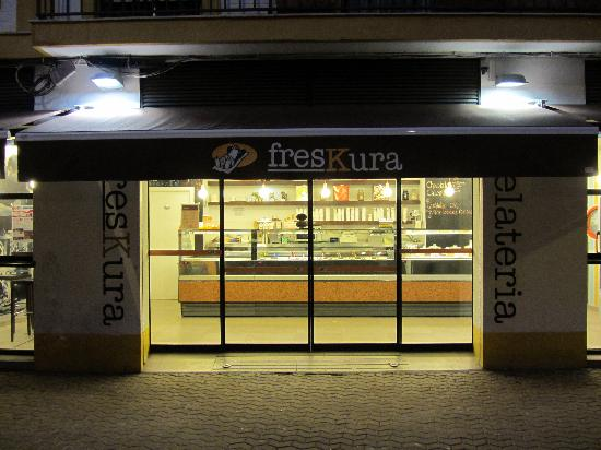 Heladeria Freskura : Night Time Approach: Just off the Alameda