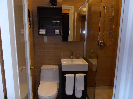 Bathroom picture of empire hotel new york city for Bathroom york