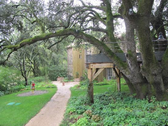Château Mentone : Les gîtes, jeux, salon d'extérieur