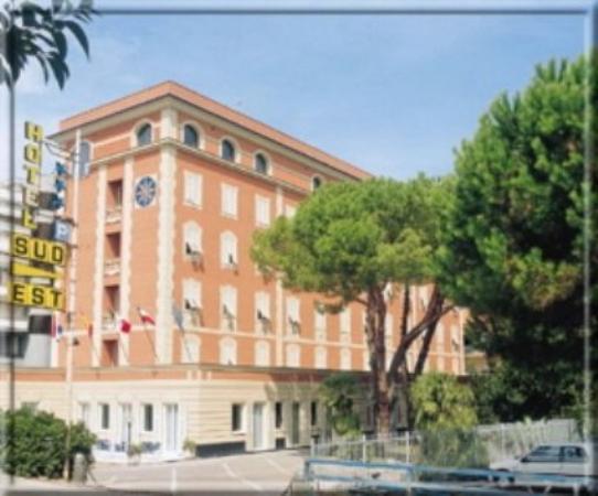 Hotel Sud Est: Exterior view