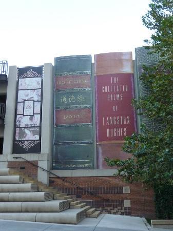 Kansas City Public Library: Parking structure has infamous 'bookshelf' look design.