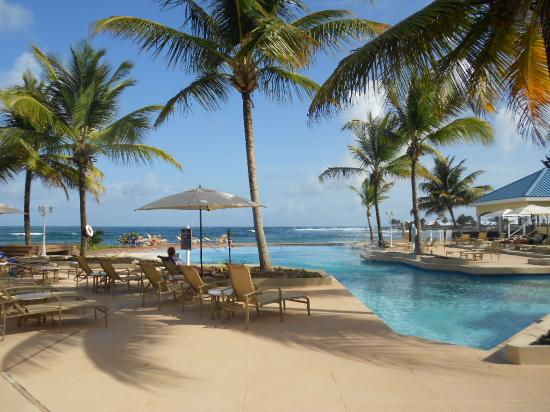 Magdalena Grand Beach & Golf Resort: round the pool